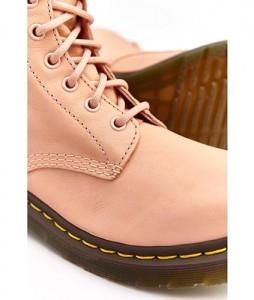 30-glany-dr-martens-1460-pascal-salmon-pink-DM24482672-urbanstaff-casual-streetwear-2