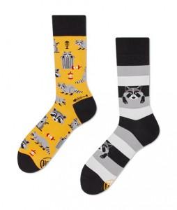 129#-kolorowe-skarpetki-many-mornings-raccoon-bandit-socks-regular-urbanstaff-casual-streetwear-(1)