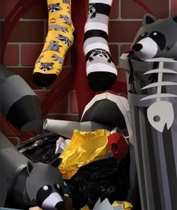 129#-kolorowe-skarpetki-many-mornings-raccoon-bandit-socks-regular-urbanstaff-casual-streetwear-(2)